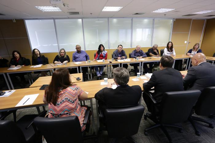 Imagem:Trabalhadores entregam proposta de programa pela diversidade nos bancos à Fenaban