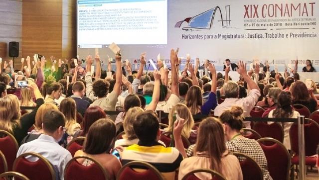 Imagem:Reforma trabalhista está subordinada à Constituição