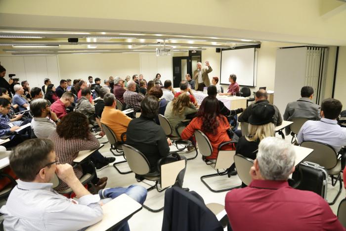 Imagem:Bancários do Santander discutem problemas do sistema financeiro
