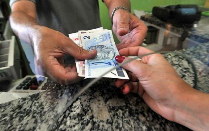 Imagem:Bolsonaro fixa salário mínimo abaixo do aprovado em Orçamento