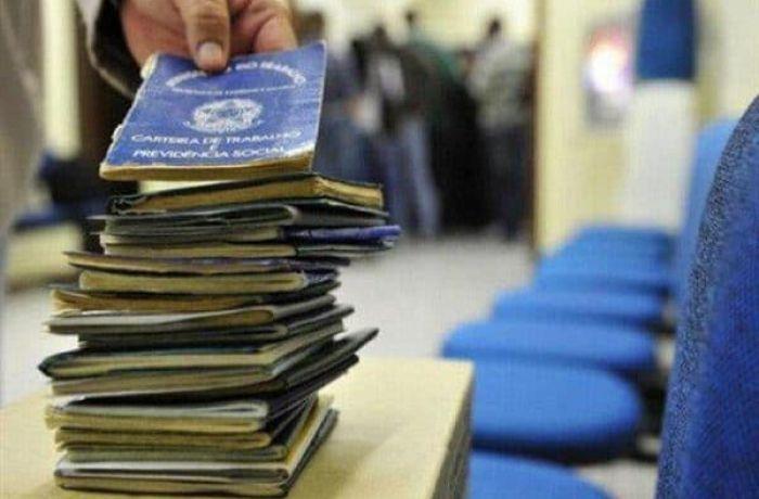 Imagem:Média anual de desempregados saltou de 6,7 para 12,8 milhões