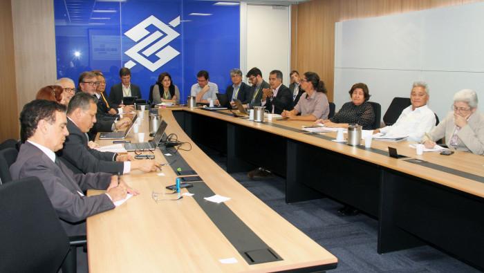 Imagem:Reunião debate novo modelo de atendimento e suspensão da CCV no Banco do Brasil