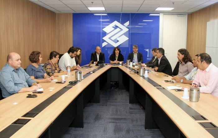 Imagem:Reunião  no Banco do Brasil debate novo modelo de atendimento e suspensão da CCV