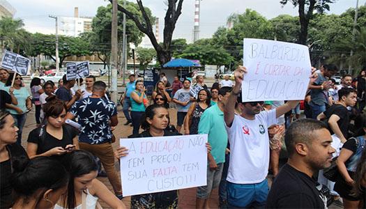 Imagem:Educação do Brasil protesta contra cortes de verbas