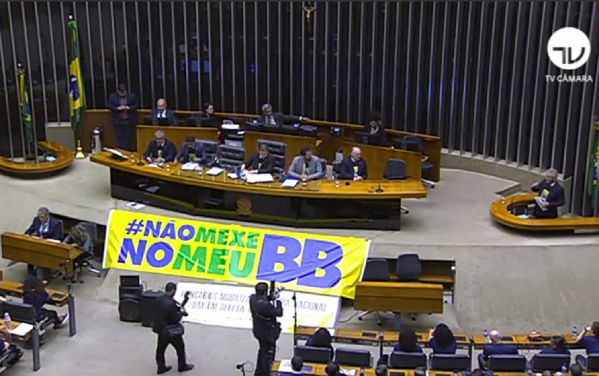 Imagem:Parlamentares e bancários se unem contra entreguismo de Bolsonaro