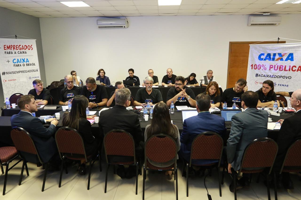 Imagem:Empregados defendem contratações e Caixa 100% pública em mesa de negociação