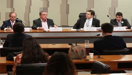 Imagem:Em audiência pública, presidente da Fenae defende centralização dos recursos do FGTS na Caixa