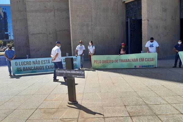 Imagem:Trabalhadores de bancos realizam ato em defesa da vida na Caixa e BB
