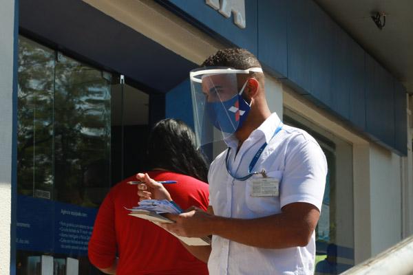 Imagem:Com trabalhadores exaustos, Caixa segue abrindo as agências aos sábados