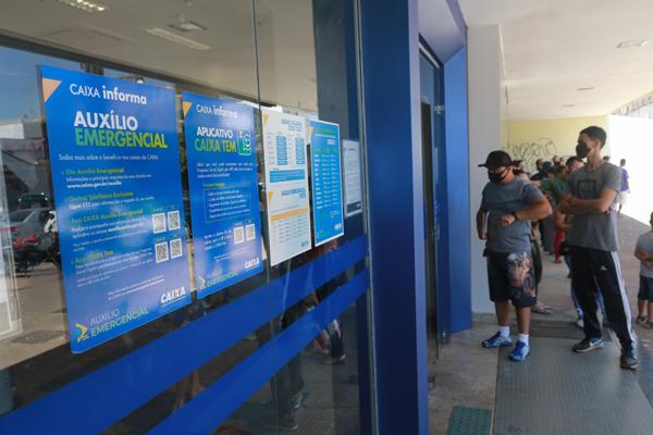Imagem:Excluídos do auxílio emergencial de R$ 300 podem contestar na DPU ou no Dataprev