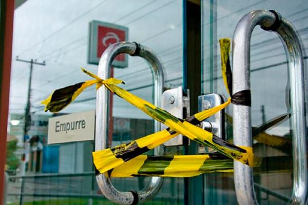 Imagem:Lucros recordes, mais de 10 mil demissões: cadê a responsabilidade social dos bancos?