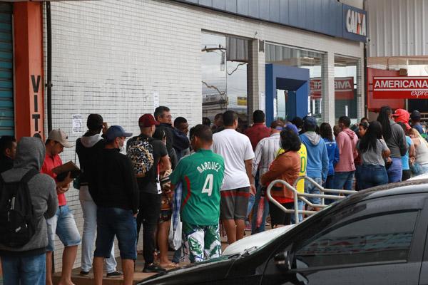 Imagem:Bolsonaro reduz valor do auxílio emergencial e exclui 22,6 milhões do benefício